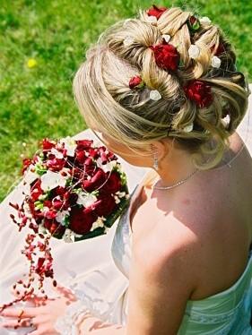 Svatební účesy - dlouhé vlasy